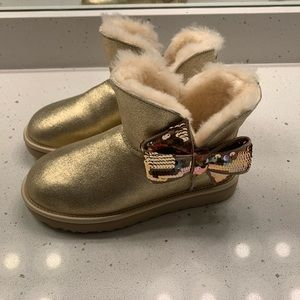 UGG SEQUIN BOW BOOTS SUEDE GOLD US 6